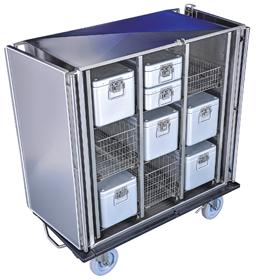 Schrankwagen aus Edelstahl geöffnet mit Sterilgutcontainern